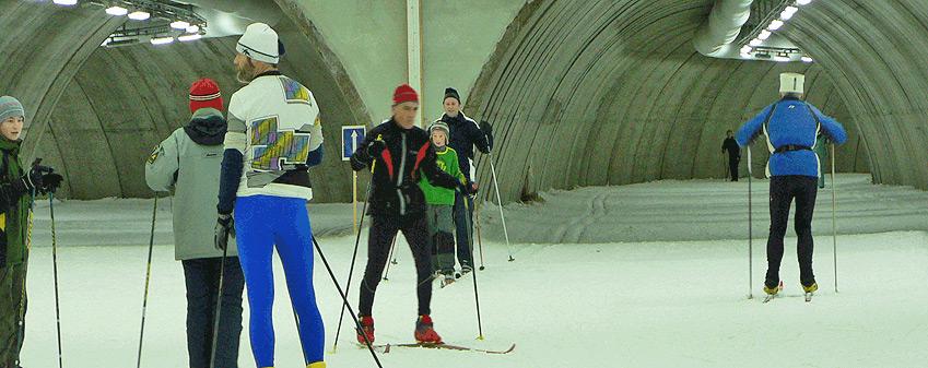 Se och göra - Åk skidor på sommaren i Sveriges första skidtunnel.
